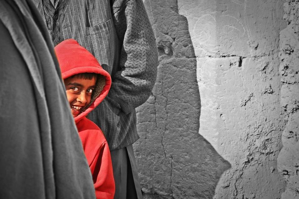 چگونه بر خجالت و کمرویی خود غلبه کنیم؟ 9 روش تضمینی برای غلبه بر کمرویی
