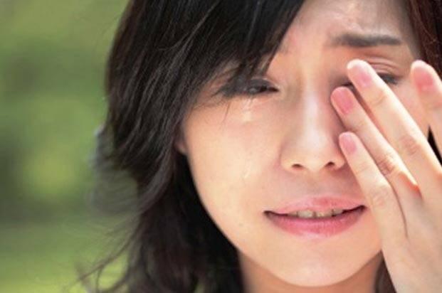 چرا زنان بیشتر از مردان گریه می کنند؟